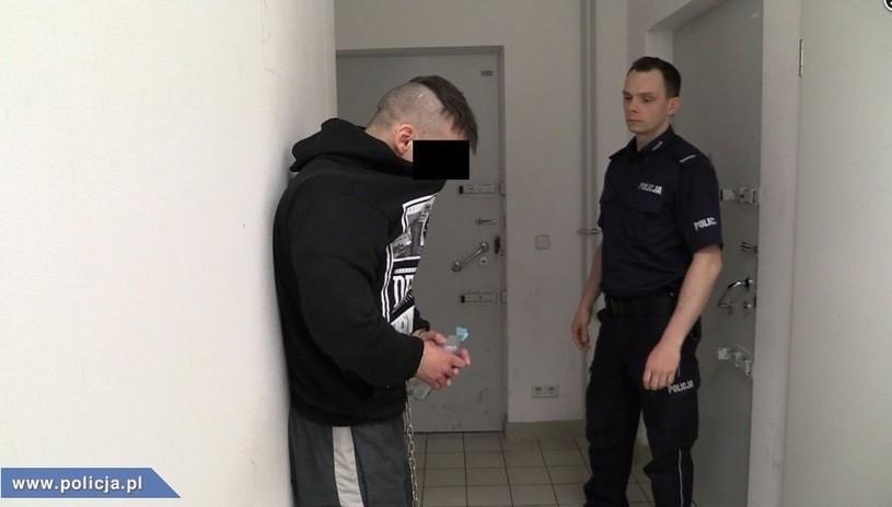 Proces Piotra K. rozpoczęty. Oskarżony odmówił składania wyjaśnień. Ale zadaje pytania