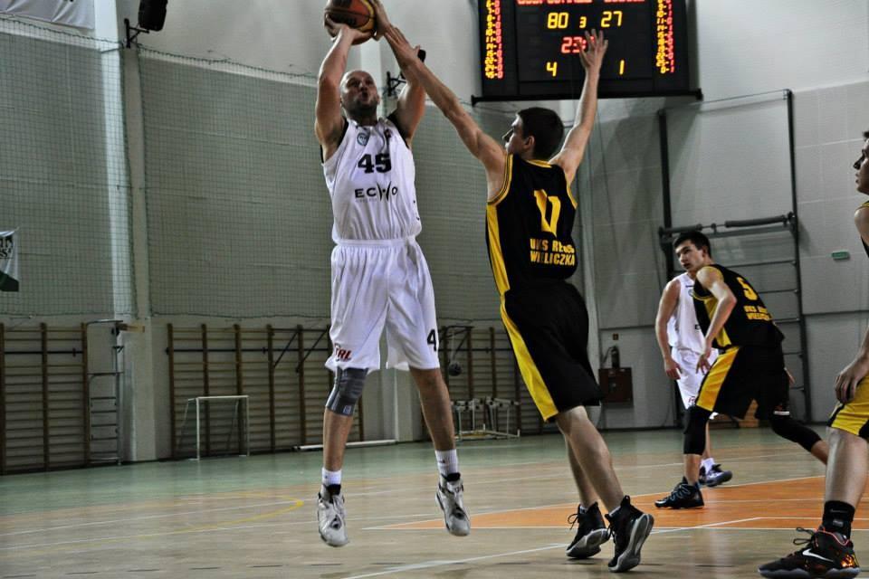 Koszykarze Politechniki w Tarnowie przypięczetowali zwycięstwo w III lidze