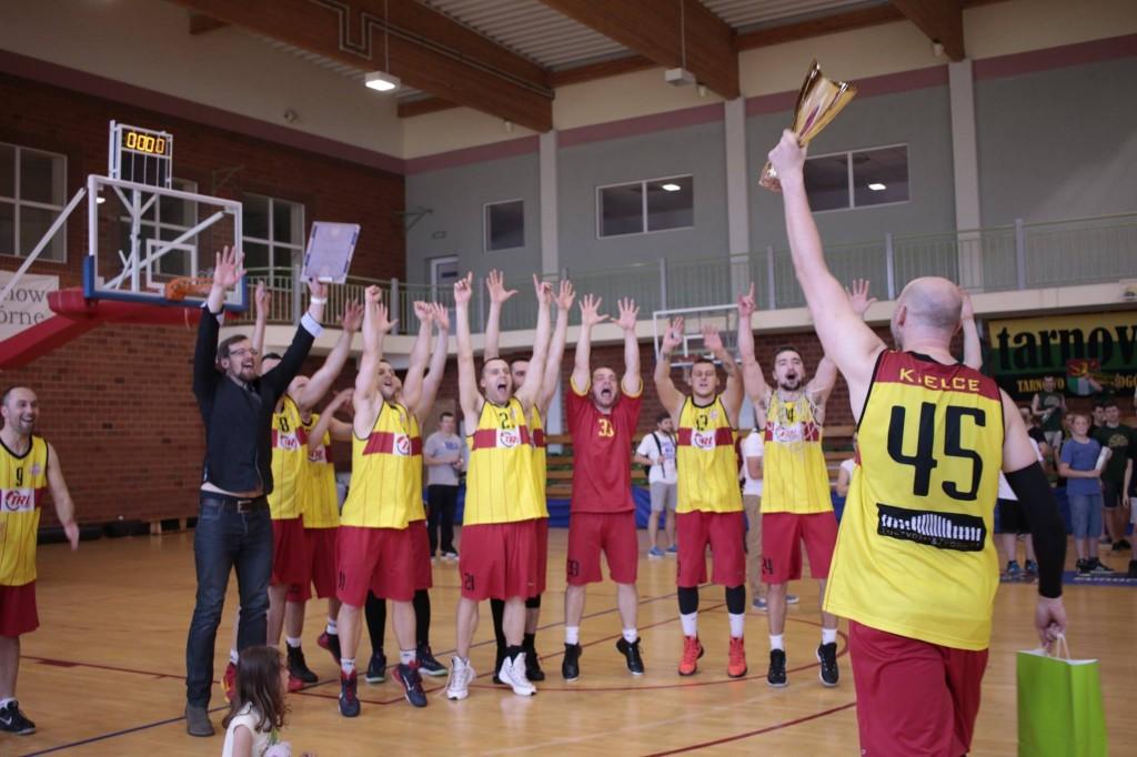 Kielce ponownie w drugiej lidze koszykarzy!