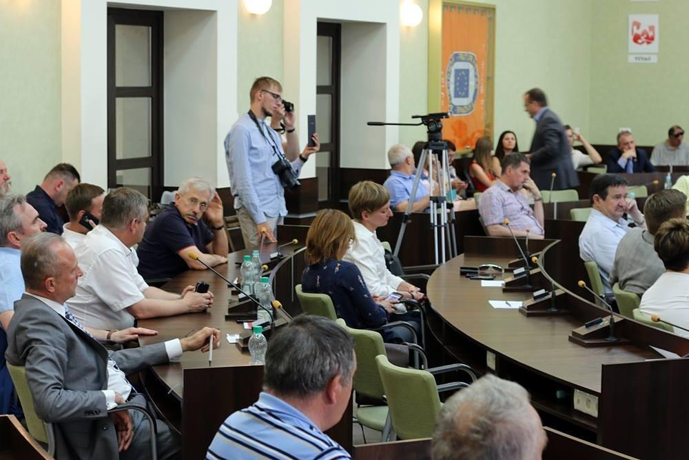 NA ŻYWO! Nadzwyczajna sesja Rady Miasta w sprawie sprzedaży Korony Kielce