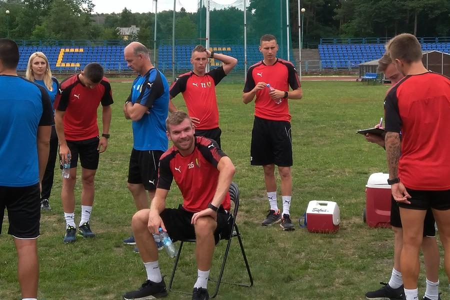 Nowi piłkarze sprawdzani w Koronie. Jeden z Niemiec, drugi z Katowic, trzeci z Gambii