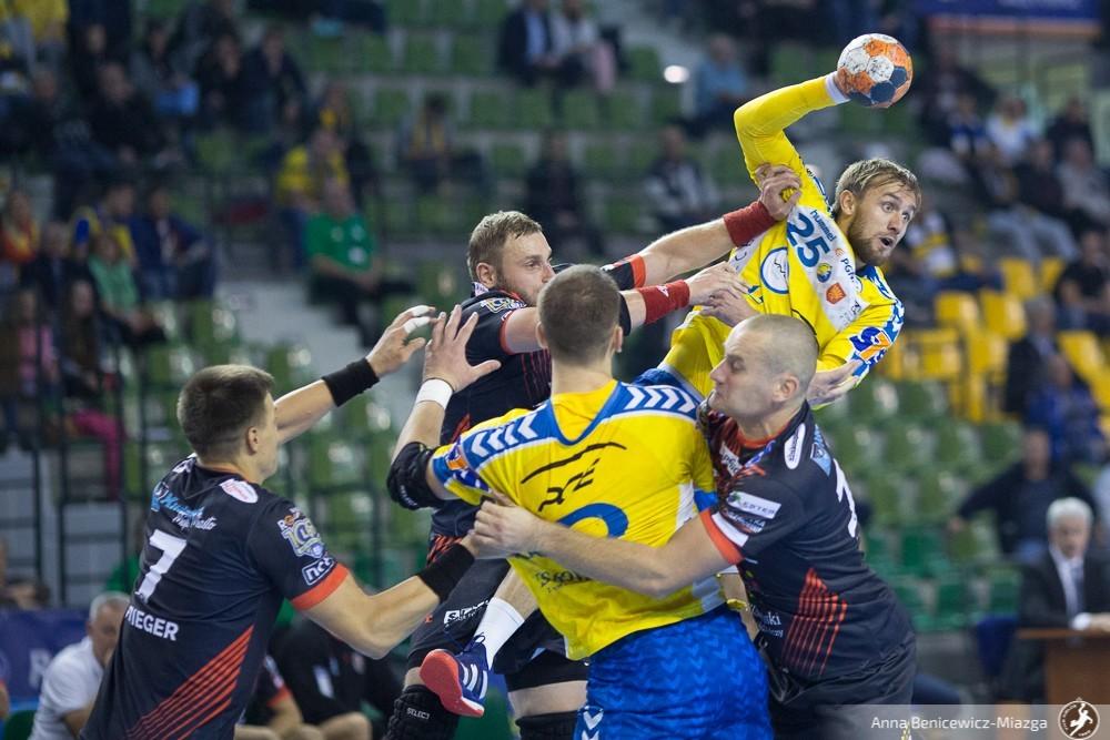 PGE VIVE zmierza po obronę tytułu! Kielczanie wygrali w Kaliszu i są już w finale PP