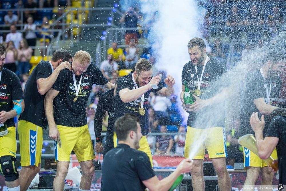 """Dujszebajew dumny z drużyny, ale...  czasu na świętowanie nie będzie. """"Wypijemy tylko dwa piwka"""""""