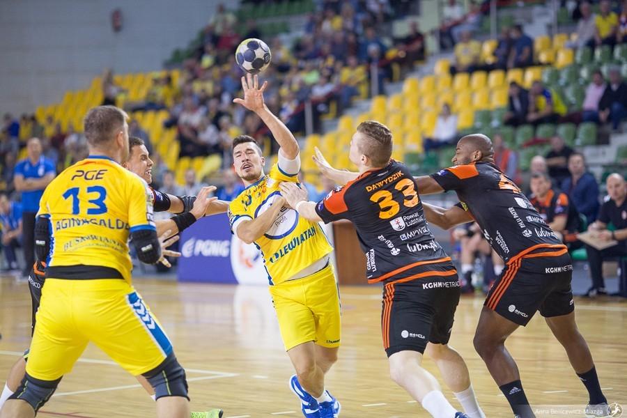 Równorzędna walka tylko do przerwy. PGE VIVE Kielce wygrało kolejny mecz w lidze
