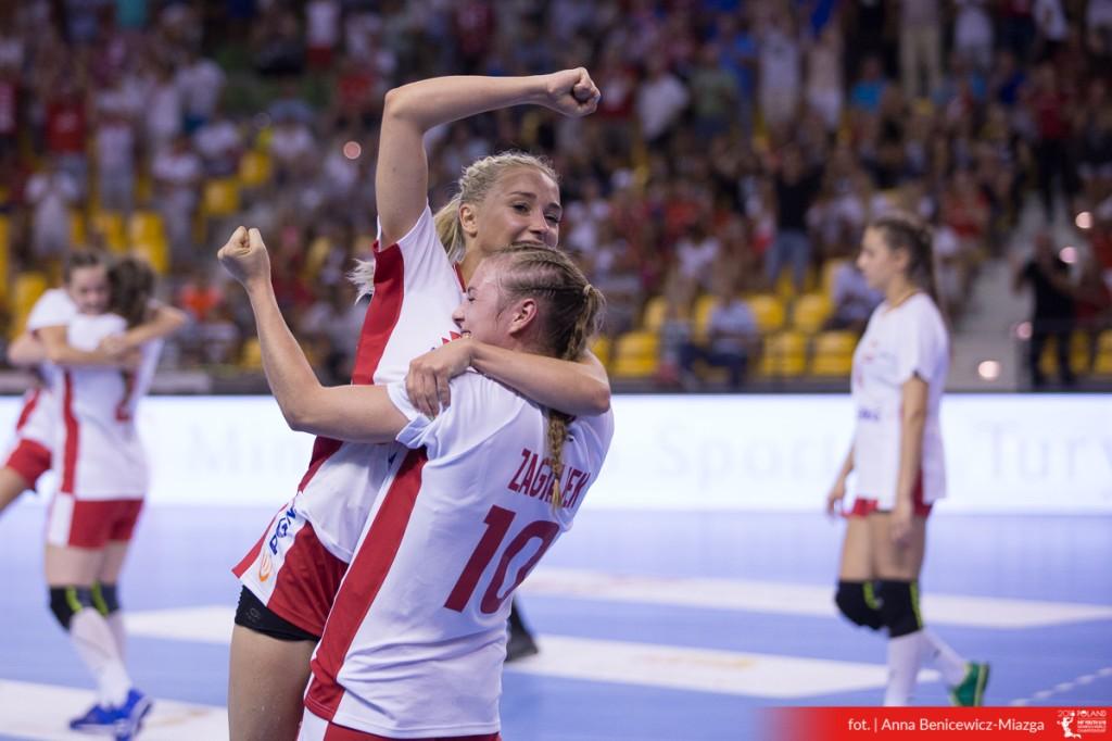 FOTO: 1. Dzień Mistrzostw Świata w Piłce Ręcznej Kobiet U-18