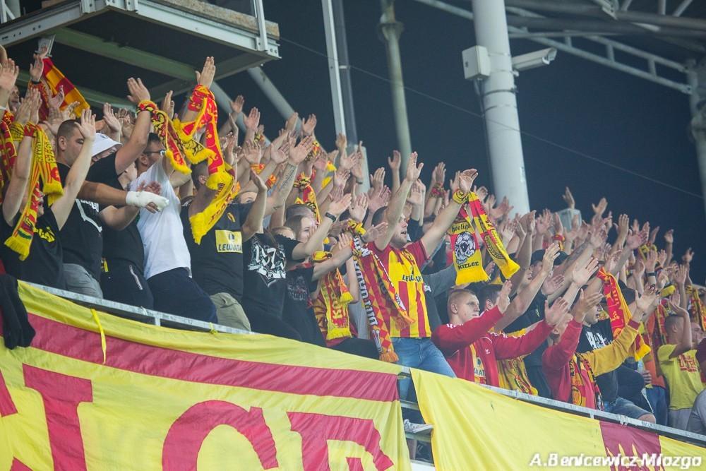 Piłkarze Korony zrobili zrzutkę na wyjazd dla kibiców. Proszą o wsparcie w Białymstoku!