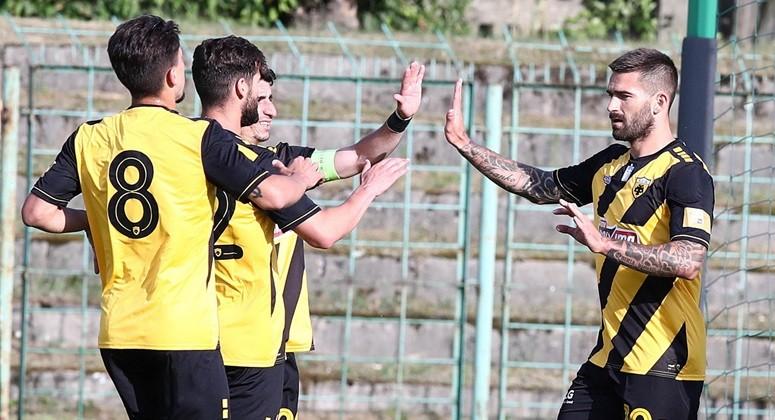 AEK Ateny czwarty rok szlifuje formę w Kielcach. A wraz z nim... greccy kibice