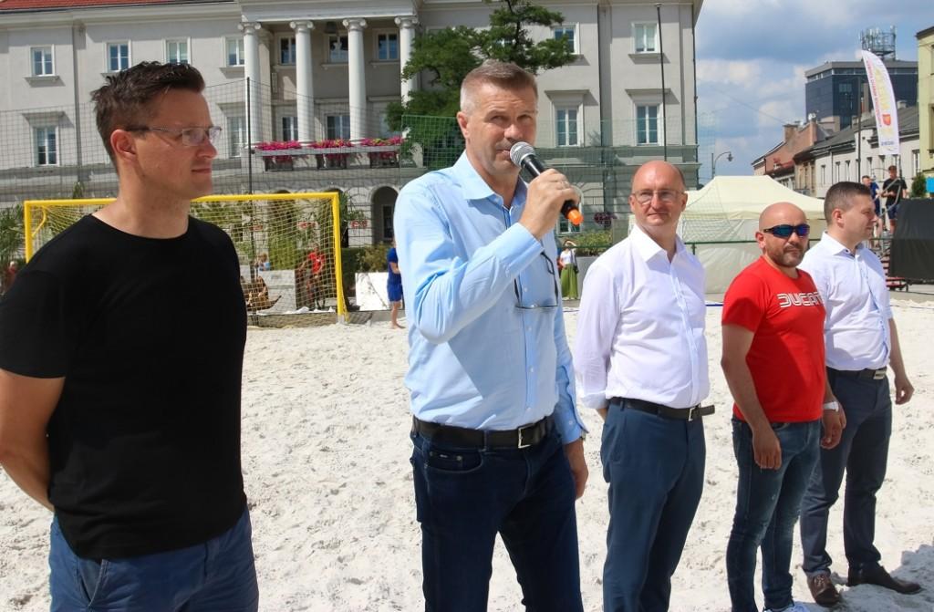 Ruszyło dwutygodniowe sportowe święto. Beach Soccer, siatkówka i piłka ręczna na kieleckim Rynku