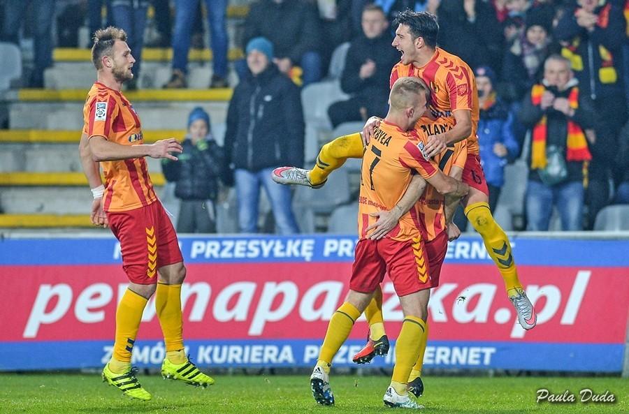 Cudotwórca z Chojnic podniósł Koronę! Przepiękne bramki Aankoura i Markovica dają trzecie zwycięstwo z rzędu