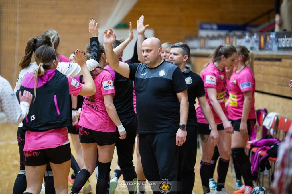 Korona Handball zaczyna od przekonującego zwycięstwa. Okupiła je kontuzją