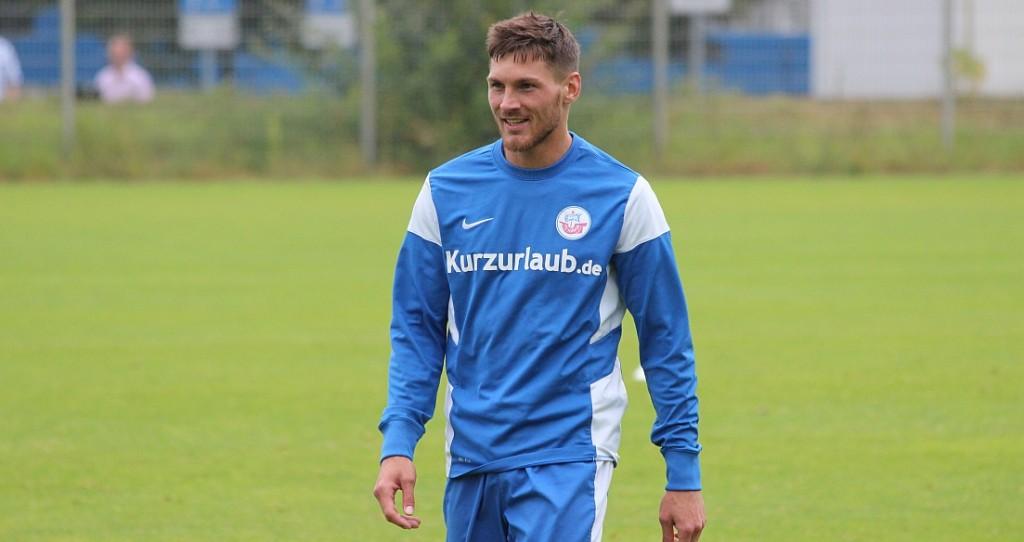 Grał w trzecioligowej Hansie Rostock. Teraz jest testowany przez Koronę