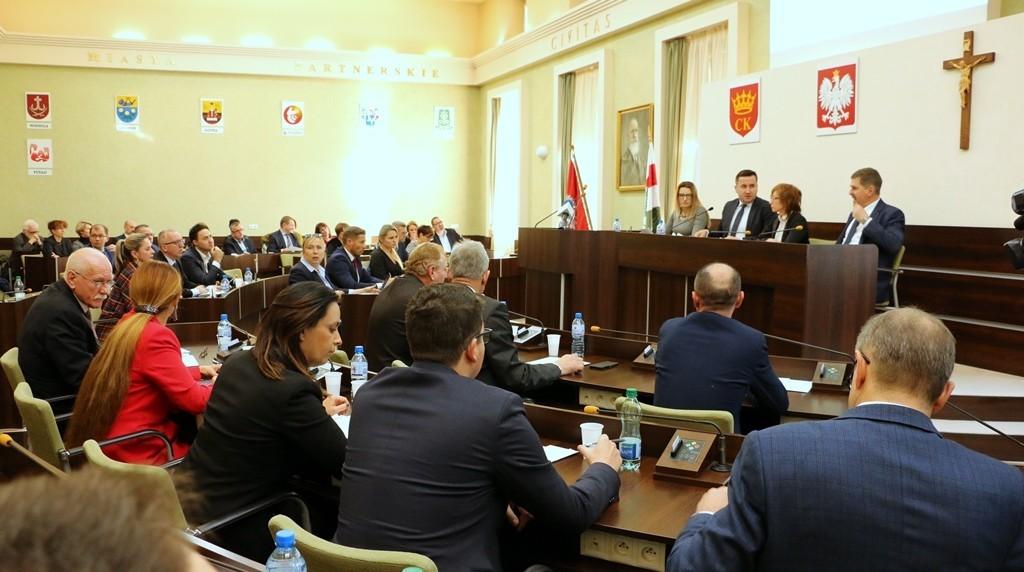 NA ŻYWO! Nadzwyczajna Sesja Rady Miasta ws. Korony Kielce
