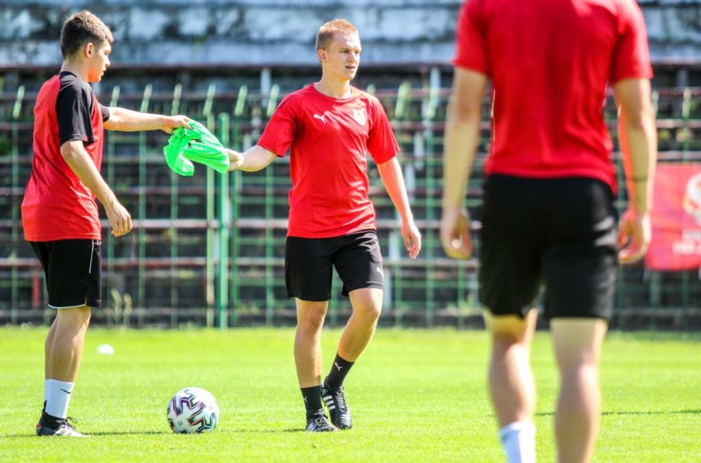 Kacper Chudecki przechodzi z Korony na wypożyczenie do drużyny trenera Grzesika