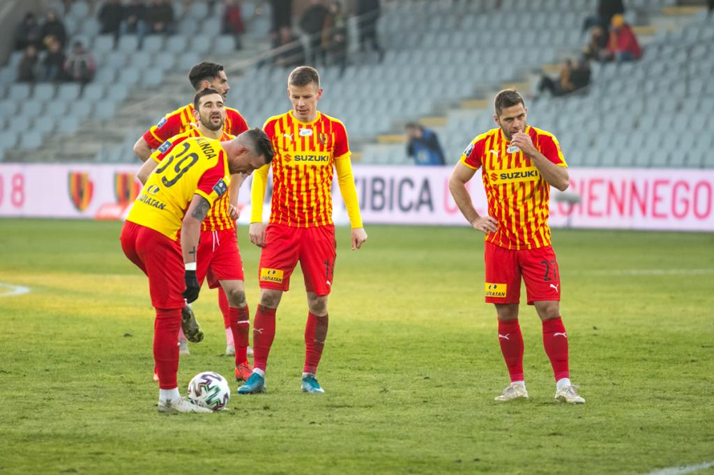 Zawieszone rozgrywki, a wygasające kontrakty. Kończą się umowy aż 24 zawodników Korony Kielce