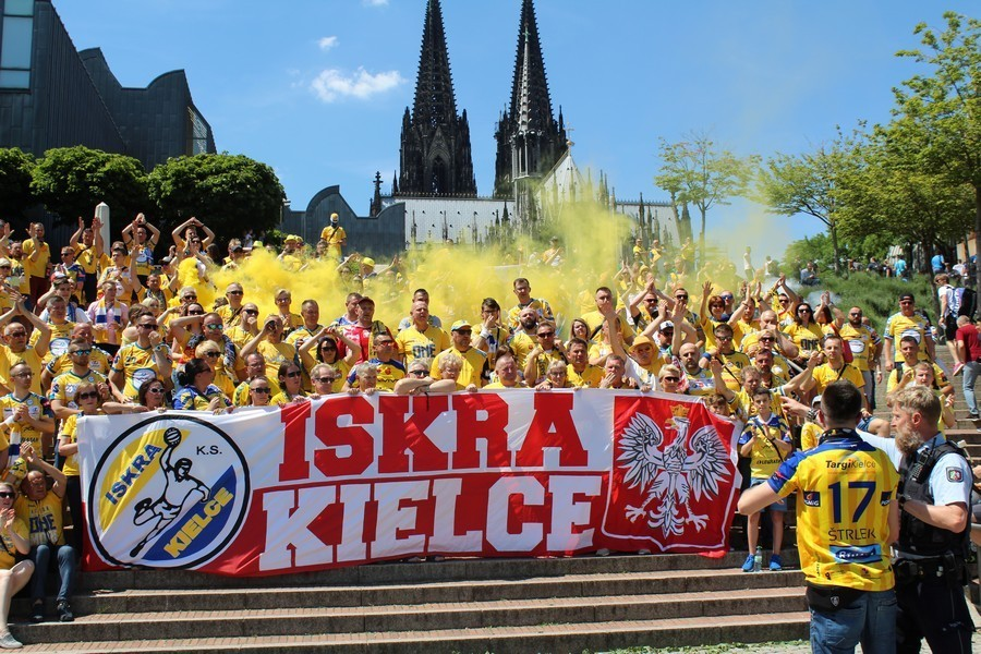 Tak kibice z Kielc bawili się w Kolonii. Zdjęcia z przemarszu z centrum miasta do hali!