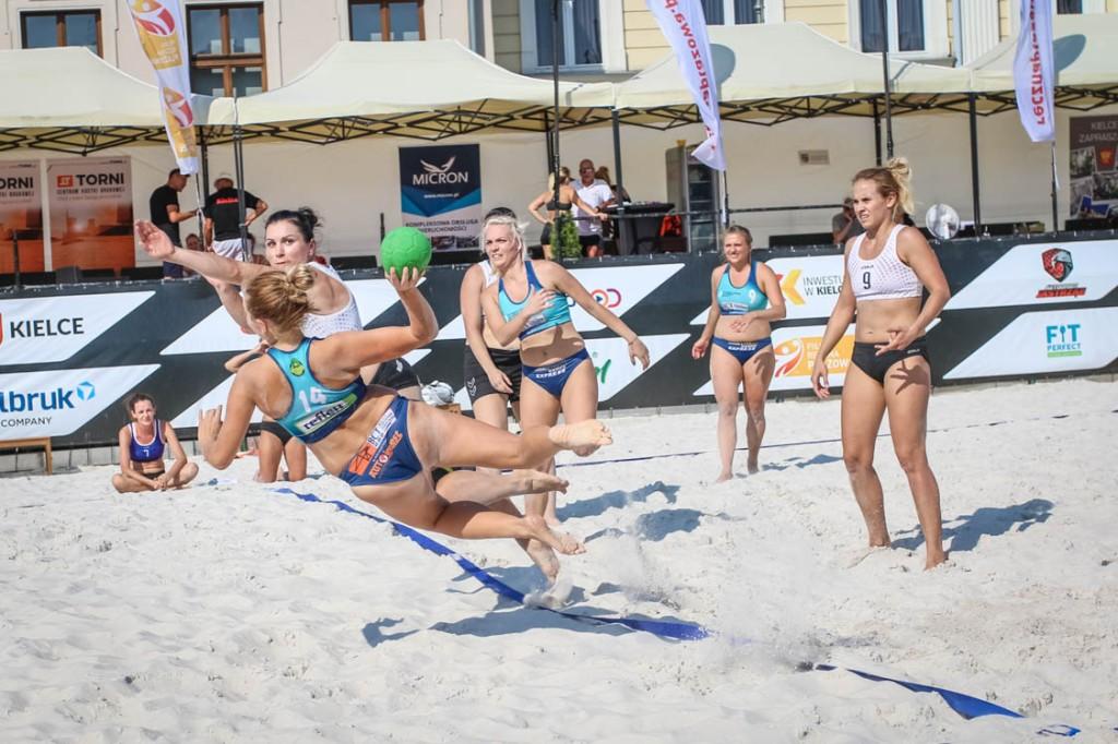 FOTO: eliminacje do mistrzostw Polski w plażowej piłce ręcznej kobiet