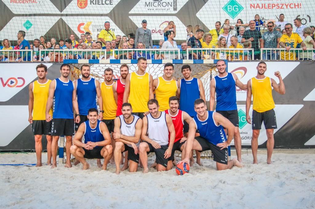 FOTO: Pokazowy mecz PGE VIVE na kieleckim piasku