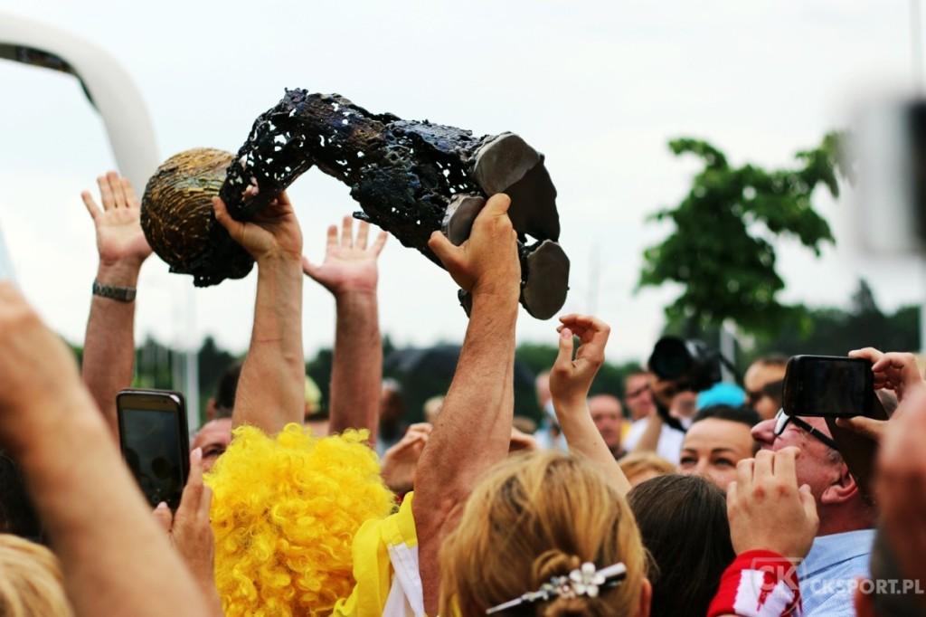 Vive już w Kielcach, puchar Ligi Mistrzów też! Gorące powitanie pod Halą Legionów (zdjęcia)