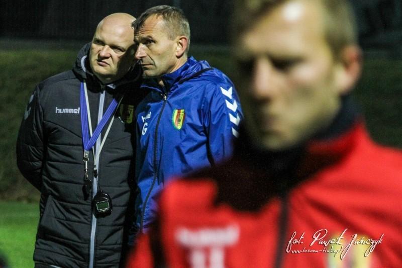 Bartoszek poprowadził pierwszy trening Korony. Bacznie przyglądał się piłkarzom z boku (video)