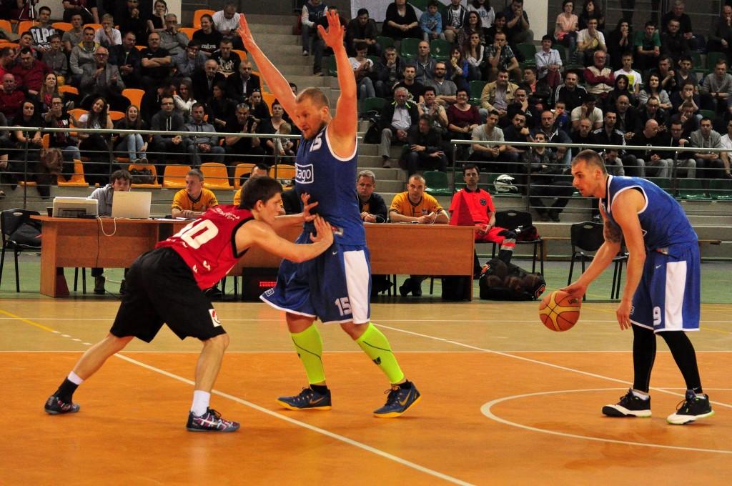 Gdynia minimalne lepsza, ale nasi koszykarze walczą dalej!