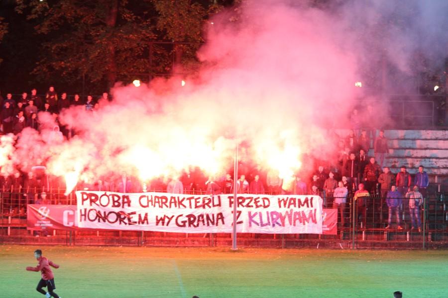 Kibice Korony pojawili się na treningu przed meczem z Wisłą Kraków. Było racowisko (zdjęcia)