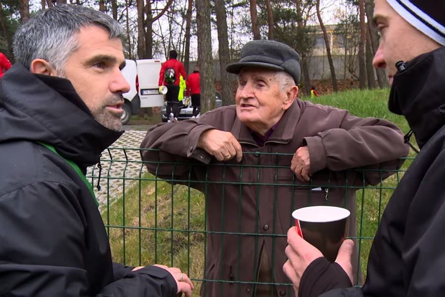 Starszy kibic Korony na treningu zawołał Lettieriego. Tego Włoch się nie spodziewał (video)