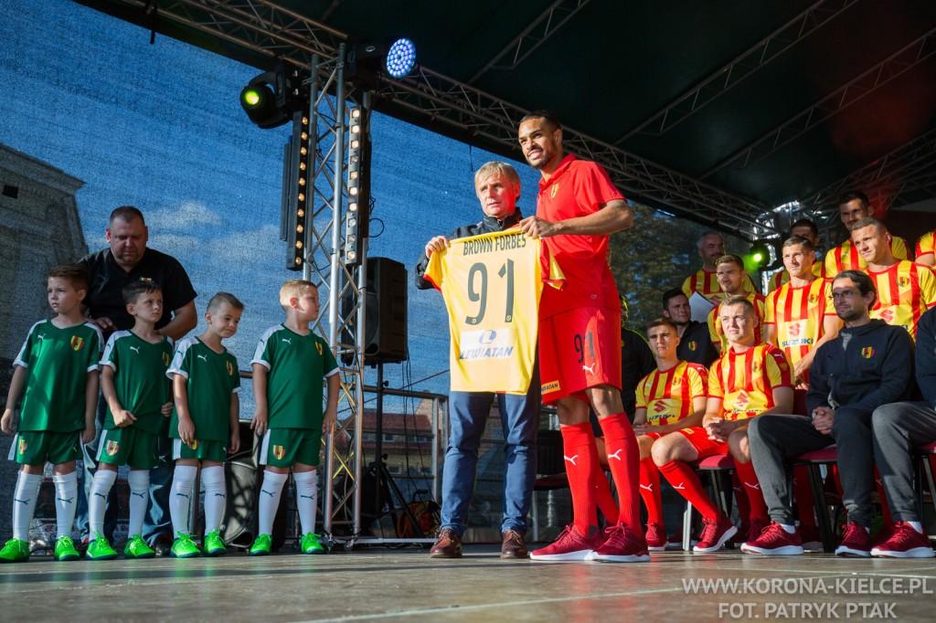 Oficjalnie! Felicio Brown Forbes i Oktawian Skrzecz podpisali kontrakty z Koroną Kielce
