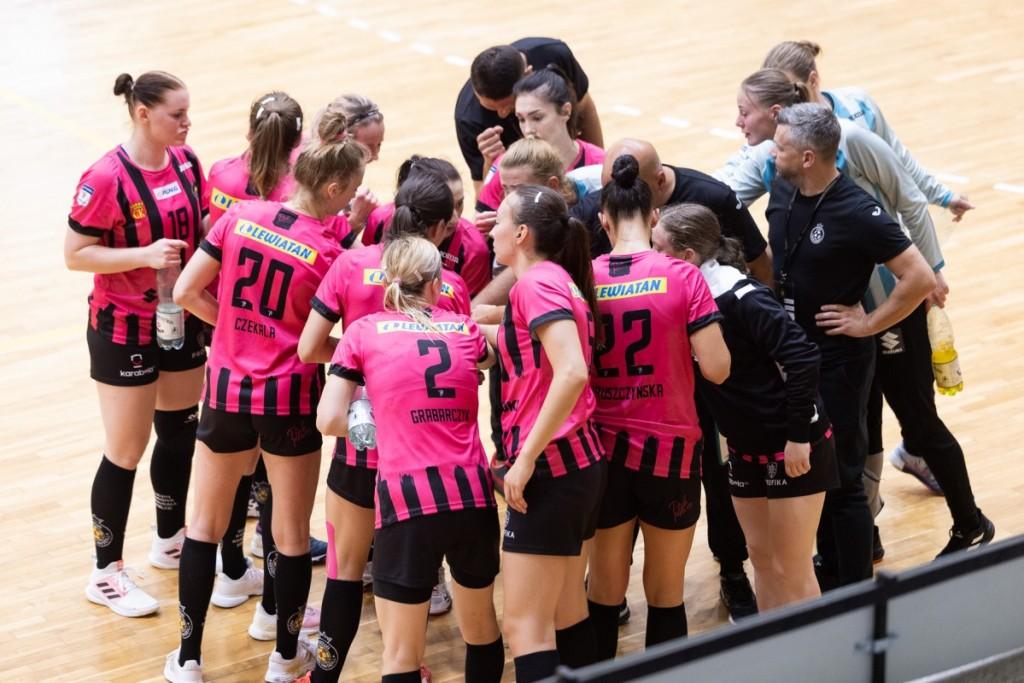 Pierwszy ligowy punkt Suzuki Korony Handball okupiony zdrowiem Magdy Więckowskiej. Kilka tygodni pauzy rozgrywającej