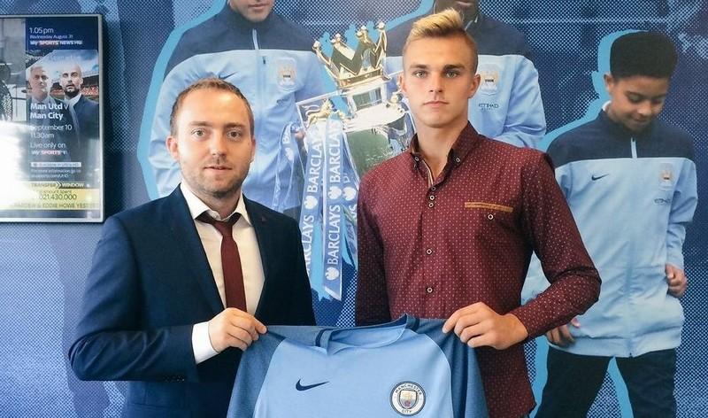 Wychowanek Korony odchodzi z Manchesteru City. Ale na brak ofert nie narzeka