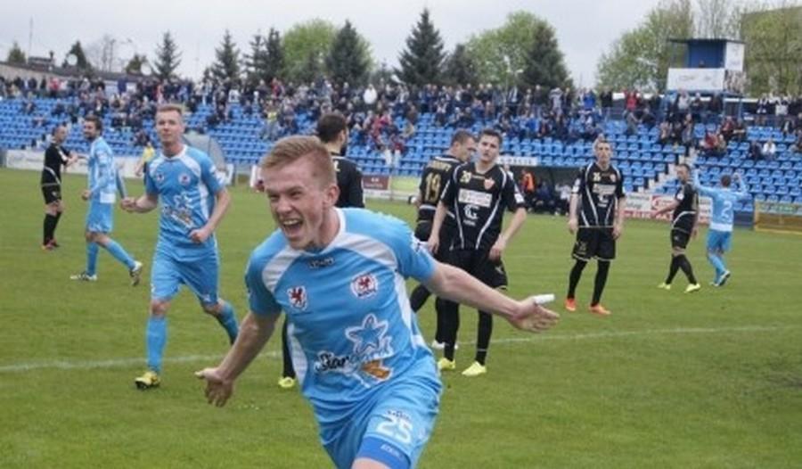 Korona potwierdza: Szymusik podpisał kontrakt. I od razu idzie na wypożyczenie