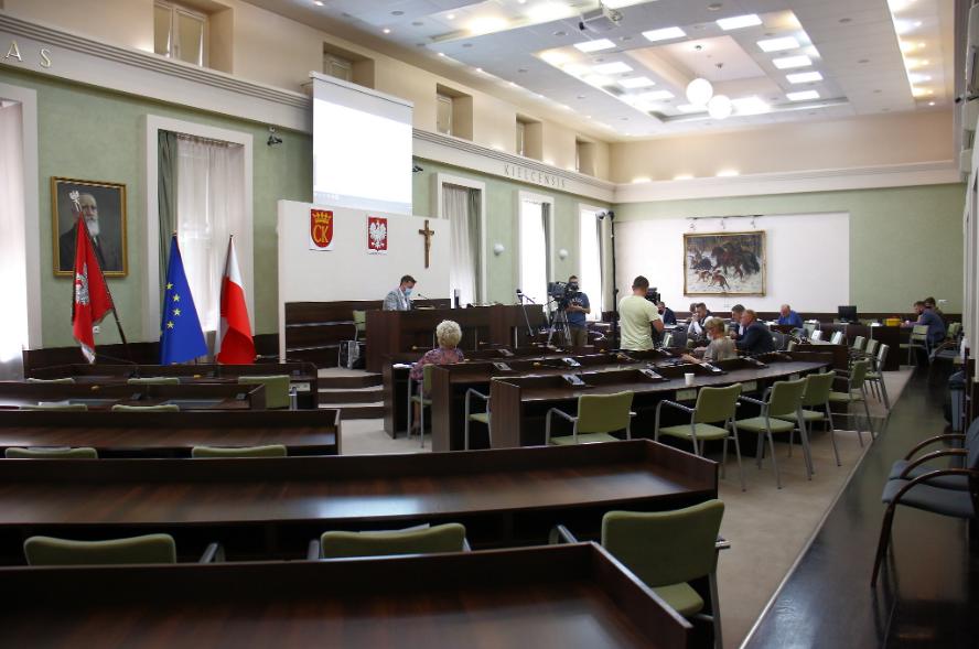 NA ŻYWO! Nadzwyczajne spotkanie radnych i prezydenta ws. przyszłości Korony Kielce